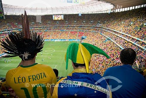 Torcedores no interior do Estádio Nacional de Brasília Mané Garrincha antes do jogo entre Brasil x Camarões durante a Copa do Mundo no Brasil  - Brasília - Distrito Federal (DF) - Brasil