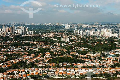 Foto aérea do bairro da Lapa com os edifícios da Vila Leopoldina ao fundo  - São Paulo - São Paulo (SP) - Brasil