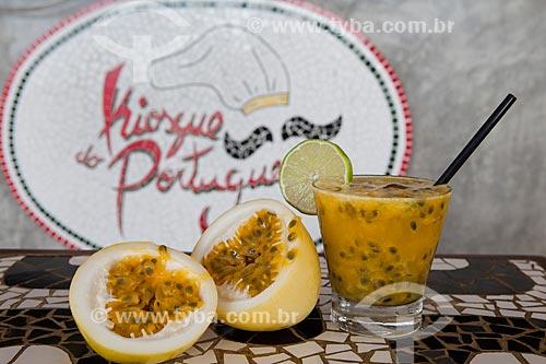 Detalhe de caipirinha de maracujá com limão - Kiosque do Português  - Rio de Janeiro - Rio de Janeiro (RJ) - Brasil