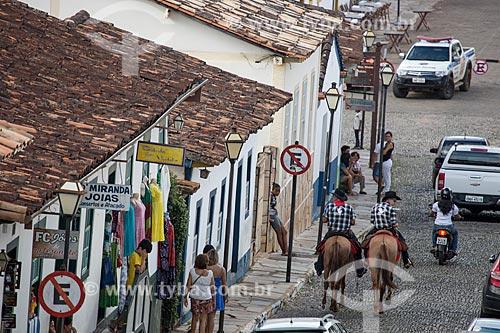 Homens à cavalo na Rua do Rosário - chegando para a cavalgada de envio da Folia de Reis  - Pirenópolis - Goiás (GO) - Brasil