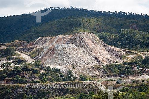 Pedreira da Prefeitura de Pirenópolis - cujo principal componente de extração é o quartzo  - Pirenópolis - Goiás (GO) - Brasil
