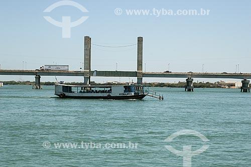 Ponte Presidente Eurico Gaspar Dutra sobre o rio São Francisco - que liga as cidade de Juazeiro a Petrolina  - Juazeiro - Bahia (BA) - Brasil