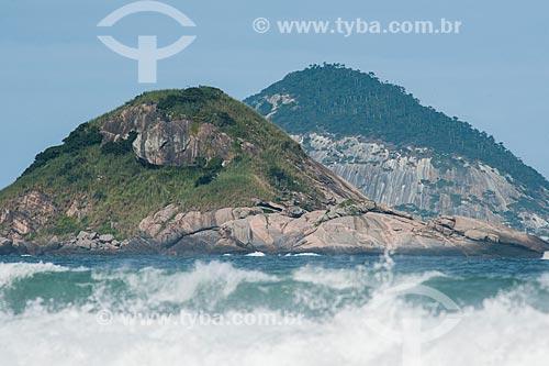 Praia da Barra com Ilhas do Meio e Redonda ao fundo  - Rio de Janeiro - Rio de Janeiro (RJ) - Brasil