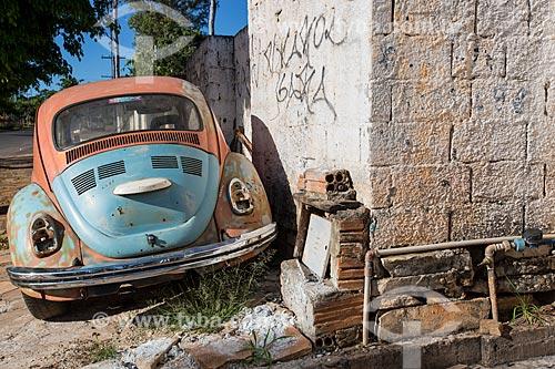 Fusca abandonado na Avenida Benjamim Constant  - Pirenópolis - Goiás (GO) - Brasil