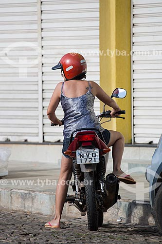 Motociclista na Avenida Benjamim Constant  - Pirenópolis - Goiás (GO) - Brasil