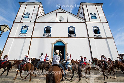 Cavalgada de envio da folia em frente à Igreja Matriz de Nossa Senhora do Rosário (1761)  - Pirenópolis - Goiás (GO) - Brasil