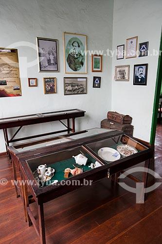 Cerâmicas e quadros em exibição no Museu Histórico de Anápolis Alderico Borges de Carvalho  - Anápolis - Goiás (GO) - Brasil