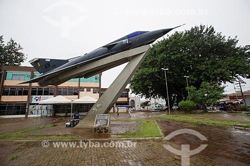 Avião F103 Mirage na Praça Americano do Brasil  - Anápolis - Goiás (GO) - Brasil
