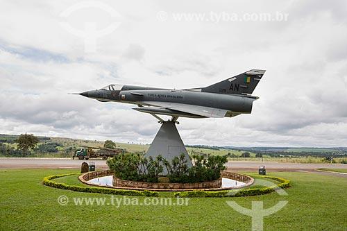 Avião caça Mirage III na entrada da Base Aérea de Anápolis (BAAN)  - Anápolis - Goiás (GO) - Brasil