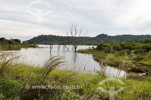 Vista da barragem do Ribeirão João Leite a partir da Rodovia BR-060 - próximo à cidade de Goiânia  - Goiânia - Goiás (GO) - Brasil