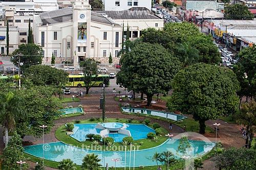 Praça Bom Jesus com Catedral do Senhor Bom Jesus da Lapa ao fundo  - Anápolis - Goiás (GO) - Brasil