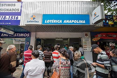 Fila em casa lotérica na Rua Goiás  - Anápolis - Goiás (GO) - Brasil