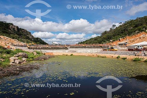 Obras do Reservatório Negreiros - parte do Projeto de Integração do Rio São Francisco com as bacias hidrográficas do Nordeste Setentrional  - Salgueiro - Pernambuco (PE) - Brasil