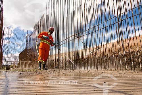 Obras do Reservatório Barreiro - parte do Projeto de Integração do Rio São Francisco com as bacias hidrográficas do Nordeste Setentrional  - Sertânia - Pernambuco (PE) - Brasil