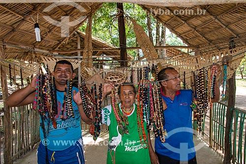 Artesanto produzido na Comunidade Ribeirinha Maguary - ribeirinhos que viviam da extração do látex - na Floresta Nacional do Tapajós  - Belterra - Pará (PA) - Brasil