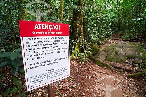 Placa de aviso próxima à Cachoeira do Soberbo no Parque Nacional da Serra dos Órgãos  - Guapimirim - Rio de Janeiro (RJ) - Brasil