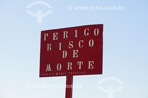 Placa de sinalização de local perigoso  - Rio de Janeiro - Rio de Janeiro (RJ) - Brasil