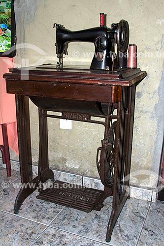 Antiga máquina de costura movida a pedal  - Rio de Janeiro - Rio de Janeiro (RJ) - Brasil