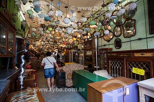 Lustres em loja de antiguidades na Rua do Lavradio  - Rio de Janeiro - Rio de Janeiro (RJ) - Brasil