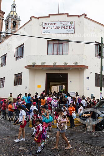 Crianças na entrada da escola  - Puerto Vallarta - Jalisco - México