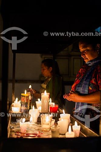 Mulheres rezando em igreja  - República de Guatemala