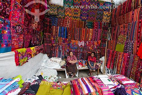Tecidos à venda no Mercado de Chichicastenango  - Chichicastenango - Departamento de El Quiché - República de Guatemala