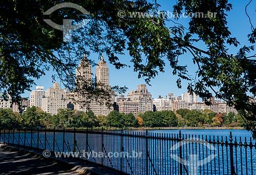 Vista do Jacqueline Kennedy Onassis Reservoir (Reservatório Jacqueline Kennedy Onassis) no Central Park  - Cidade de Nova Iorque - Nova Iorque - Estados Unidos