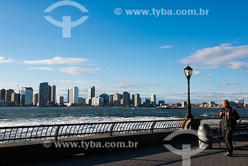 Vista da orla da Baía de Nova Iorque a partir do Battery Park  - Cidade de Nova Iorque - Nova Iorque - Estados Unidos