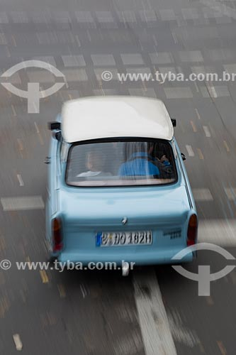 Carro antigo nas ruas da Alemanha  - Berlim - Berlim - Alemanha