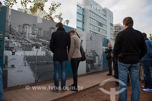 Exposição a céu aberto sobre a Guerra fria próximo ao Checkpoint Charlie  - Berlim - Berlim - Alemanha