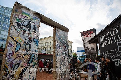 Parte do Muro de Berlim ainda de pé próximo ao Checkpoint Charlie  - Berlim - Berlim - Alemanha