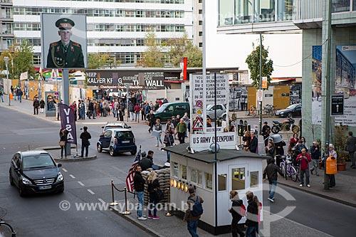 Checkpoint Charlie - posto militar entre a Alemanha Ocidental e a Alemanha Oriental durante a Guerra Fria  - Berlim - Berlim - Alemanha