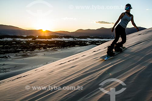 Sandboard nas dunas da Praia da Joaquina  - Florianópolis - Santa Catarina (SC) - Brasil