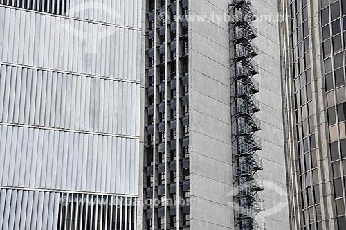Parte da fachada do Edifício Barão de Mauá - edifício sede da CVRD - Palácio Austregésilo de Athayde (1979) - prédio anexo à ABL e do Edifício Santos Dumont (1975)  - Rio de Janeiro - Rio de Janeiro (RJ) - Brasil