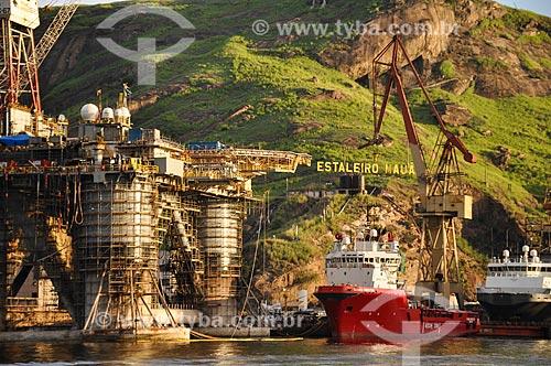 Barcos e plataforma de petróleo atracados no Estaleiro Mauá  - Niterói - Rio de Janeiro (RJ) - Brasil