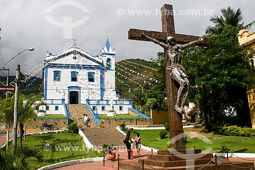 Cruzeiro com a Igreja Matriz de Nossa Senhora da Ajuda e Bom Sucesso ao fundo  - Ilhabela - São Paulo (SP) - Brasil