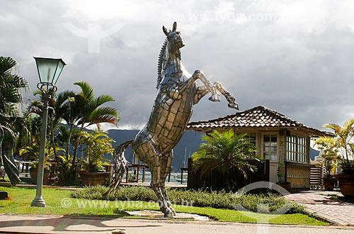 Escultura em praça da da cidade de Ilhabela  - Ilhabela - São Paulo (SP) - Brasil