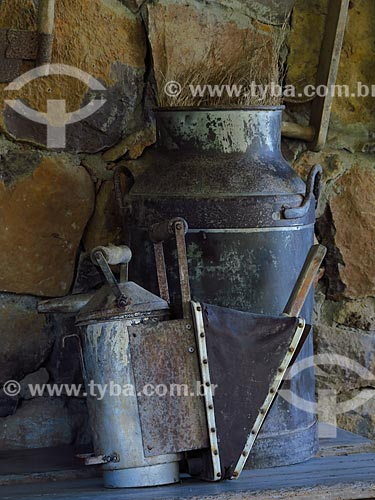 Ferramentas antigas em celeiro  - Gramado - Rio Grande do Sul (RS) - Brasil