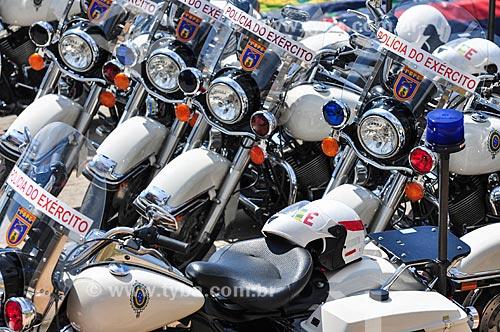Batedores motociclistas no Complexo do Alemão durante a visita do Príncipe Harry do Reino Unido  - Rio de Janeiro - Rio de Janeiro (RJ) - Brasil
