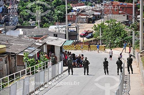 Polícia do Exército no Complexo do Alemão durante a visita do Príncipe Harry do Reino Unido  - Rio de Janeiro - Rio de Janeiro (RJ) - Brasil