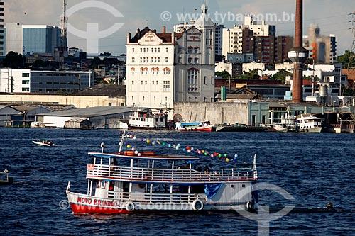 Vista da cidade de Manaus com o antigo prédio da Cervejaria Miranda Corrêa (1912) às margens do Rio Negro - atual Cervejaria Heineken  - Manaus - Amazonas (AM) - Brasil