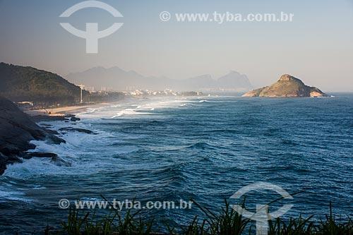 Praia da Macumba - à esquerda - com a Pedra do Pontal  - Rio de Janeiro - Rio de Janeiro (RJ) - Brasil
