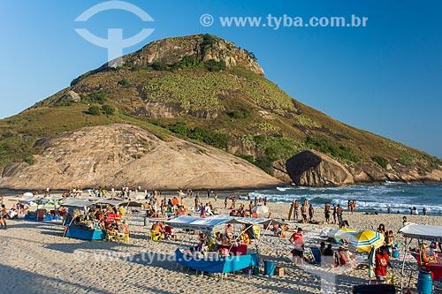 Banhistas na Praia da Macumba com a Pedra do Pontal ao fundo  - Rio de Janeiro - Rio de Janeiro (RJ) - Brasil