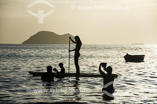 Praticante de stand up paddle na Praia de João Fernandinho  - Armação dos Búzios - Rio de Janeiro (RJ) - Brasil