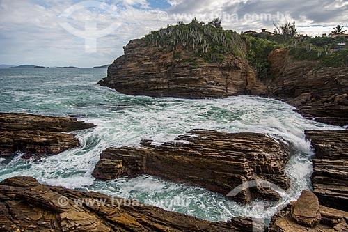 Rochas na orla da Praia da Ferradurinha  - Armação dos Búzios - Rio de Janeiro (RJ) - Brasil