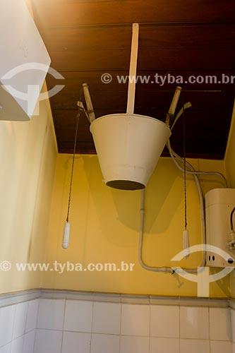 Chuveiro com água quente - o único do Brasil àquela época - aquecido a álcool - no Museu Casa de Santos Dumont  - Petrópolis - Rio de Janeiro (RJ) - Brasil
