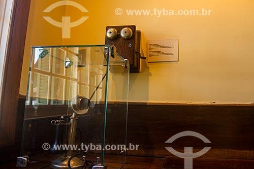 Antigo telefone - linha número 111 - no Museu Casa de Santos Dumont  - Petrópolis - Rio de Janeiro (RJ) - Brasil