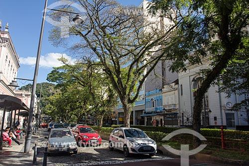 Tráfego na Rua do Imperador às margens do Rio Palatino  - Petrópolis - Rio de Janeiro (RJ) - Brasil