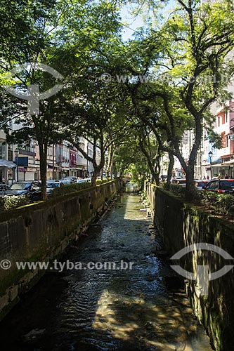 Rio Palatino entre as vias da Rua do Imperador  - Petrópolis - Rio de Janeiro (RJ) - Brasil