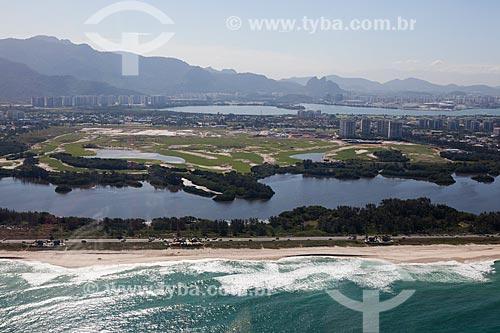 Foto aérea da orla do Parque Natural Municipal de Marapendi com o Campo de Golfe da Barra da Tijuca - parte do Parque Olímpico Rio 2016 - ao fundo  - Rio de Janeiro - Rio de Janeiro (RJ) - Brasil